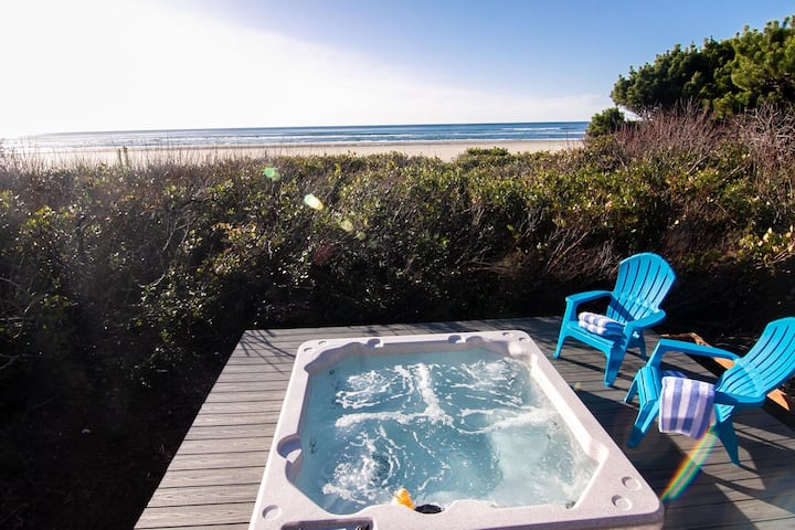 Ocean Front Home on a Sandy Beach Near Yachats! Dog Friendly! Extra Clean!