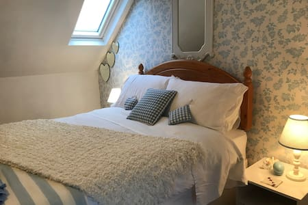 Ensuite double bedroom in traditional Skye cottage