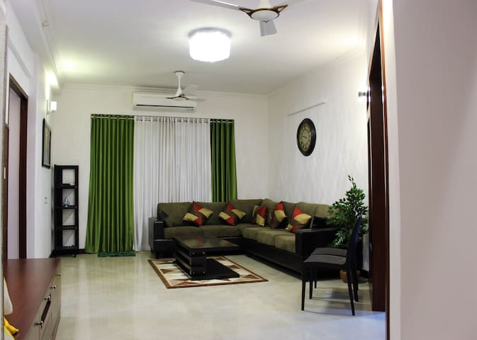 Mathew's place - A Luxurious A/C apartment - Thiruvananthapuram