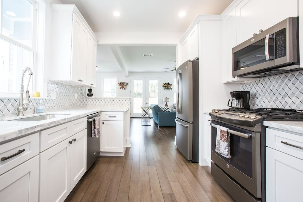 Fully equipped kitchen.  12-cup coffee maker.  Fridge has water and ice.  Gas range.