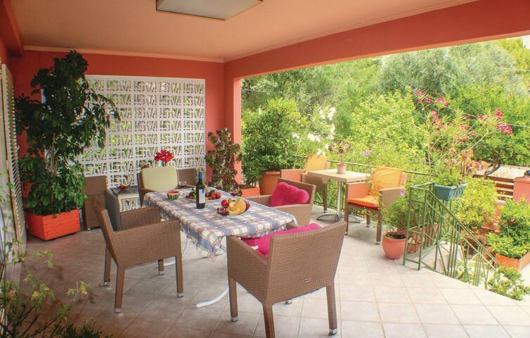 Holiday cottage with 3 bedrooms on 90m² in Artemida