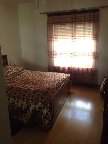 Quarto em apartamento confortável - Torres Novas - Apartment