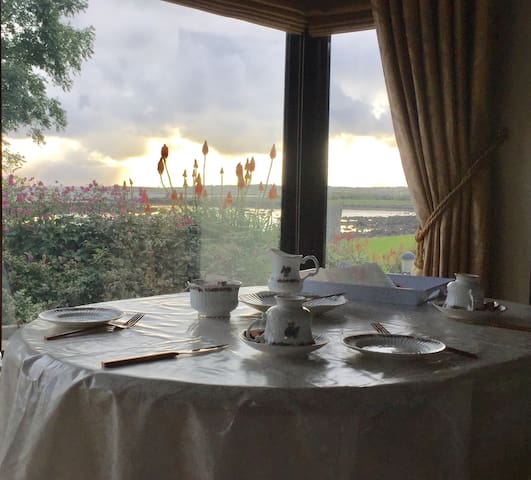 NEW Galway Bay Home - Breakfast dining on the Bay
