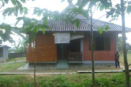 Cozy Cabin in Selabintana - Sukabumi