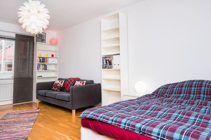 Charmig central 1:a med stort kök - Jönköping - Apartment
