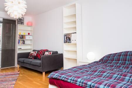 Charmig central 1:a med stort kök - Jönköping - 公寓