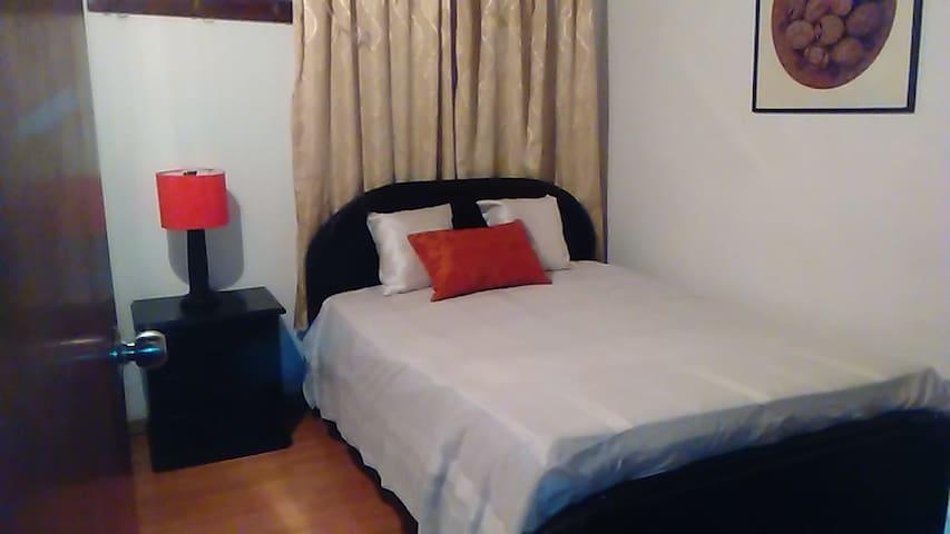 Habitacion confortable, en sector Sevilla