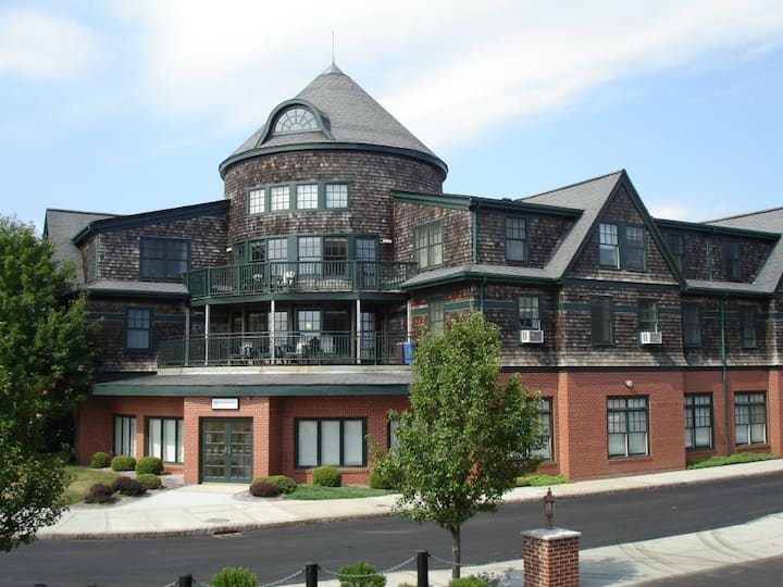 Longhwharf 1 Bedroom Condo Rental-Newport,RI
