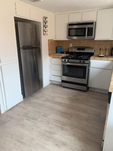 Townhouse 5 min from Airport, Strip and Unlv