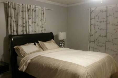 Spacious room with private bathroom - North Lauderdale