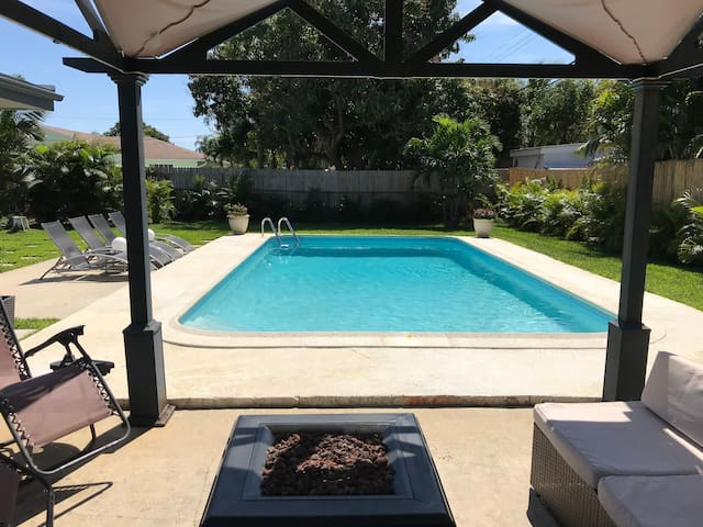 Beautifully appointed unit with pool near beach