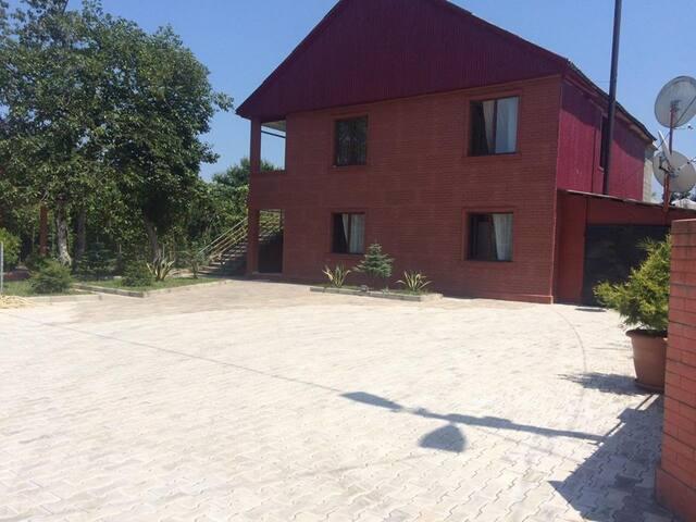 Уютный дом недалеко  от моря - Kobuleti - House