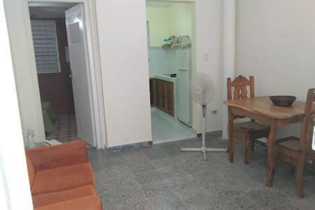 Long or short term stay, private central apartment - La Habana