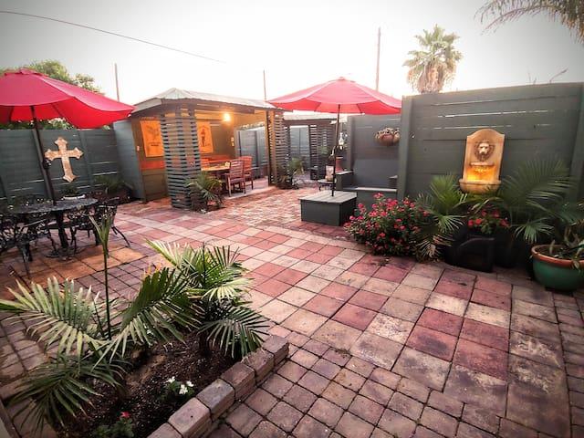Island Courtyard