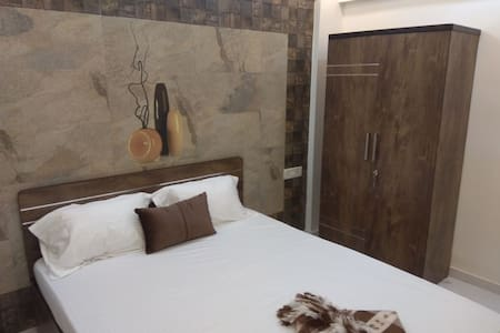 1BHK Service Apartment with AC in Versova, Andheri