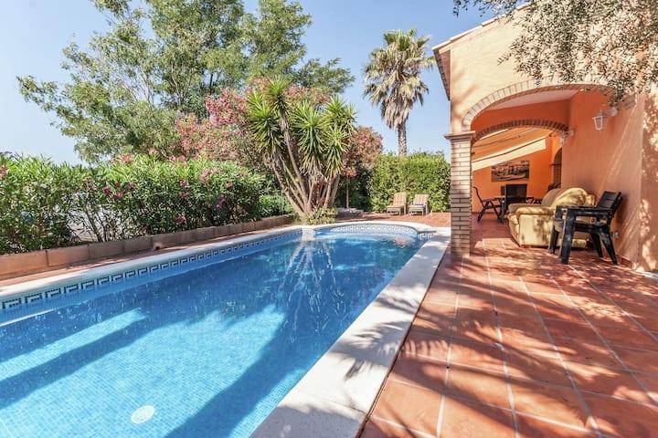 Casa de vacaciones fantástica en St Pere Pescador, Catalunya con piscina privada