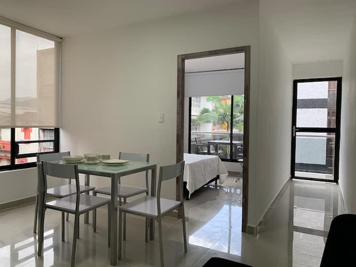 Apartamento nuevo con balcón, cerca plaza Bolívar