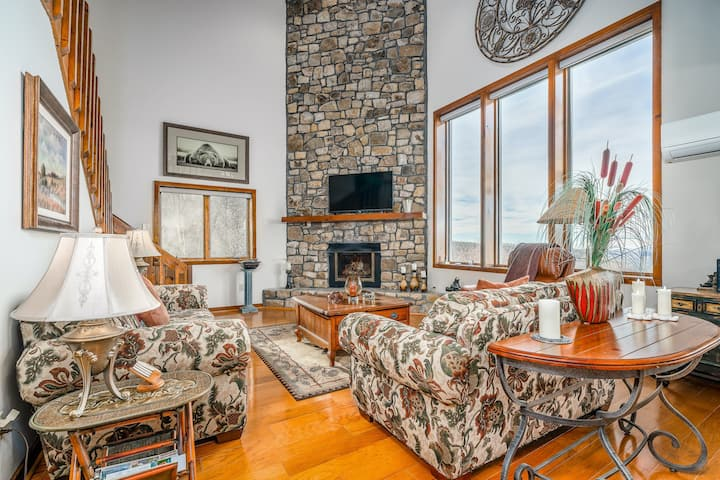 Dog-friendly Mountain Home w/ a Gas Fireplace, Furnished Decks, & Free WiFi