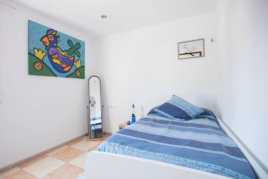 habitación doble con doble cama la segunda cama es eléctrica articulada con mucha claridad