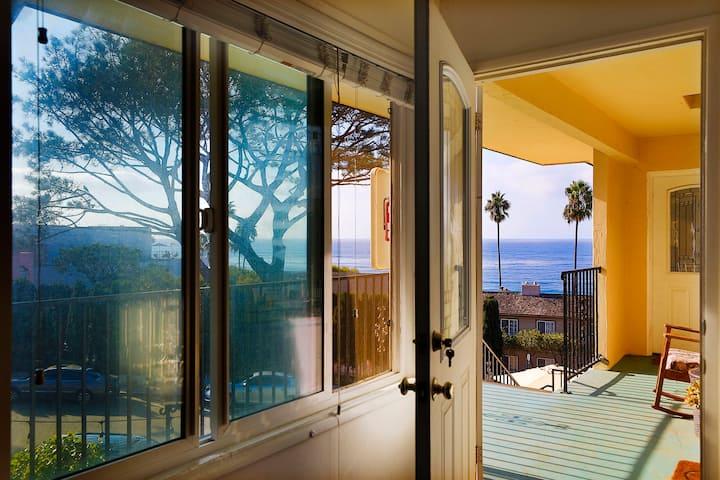 La Jolla Beach Lookout II