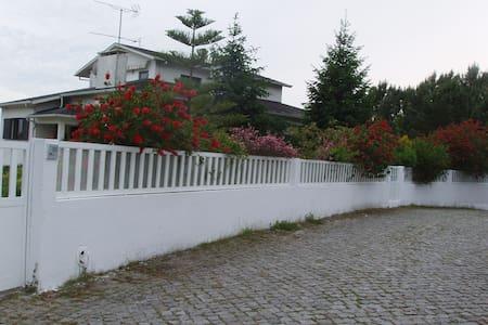 alugo apartamento em vivenda - Palmeira de Faro esposende