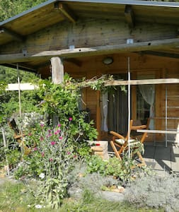 Uriges Holzhaus für Freizeiteremiten