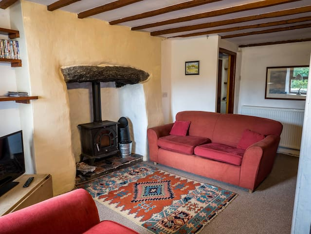 Cosy quarrymans cottage,  with fun extras. - Clwt-Y-Bont - Hus