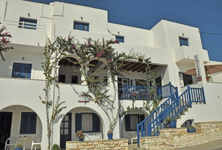 Bocamviglies By The Sea -2pax - Naousa - Bed & Breakfast