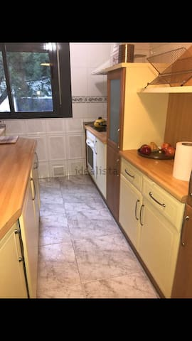 Habitacion amplia madrid Renfe y metro  15 min SOL - Madrid - Appartement
