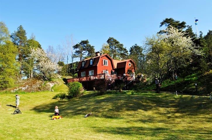 """Fantastiskt hus i Stockholms södra skärgård """"Oxnö"""""""