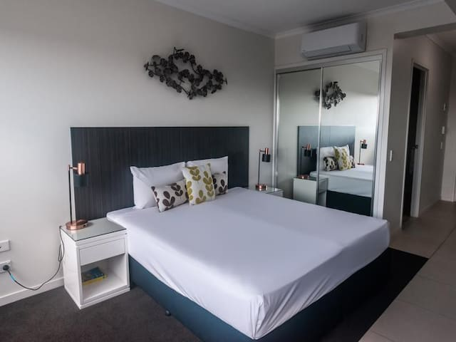 ★Self contained Studio ★ Heart of Mackay City