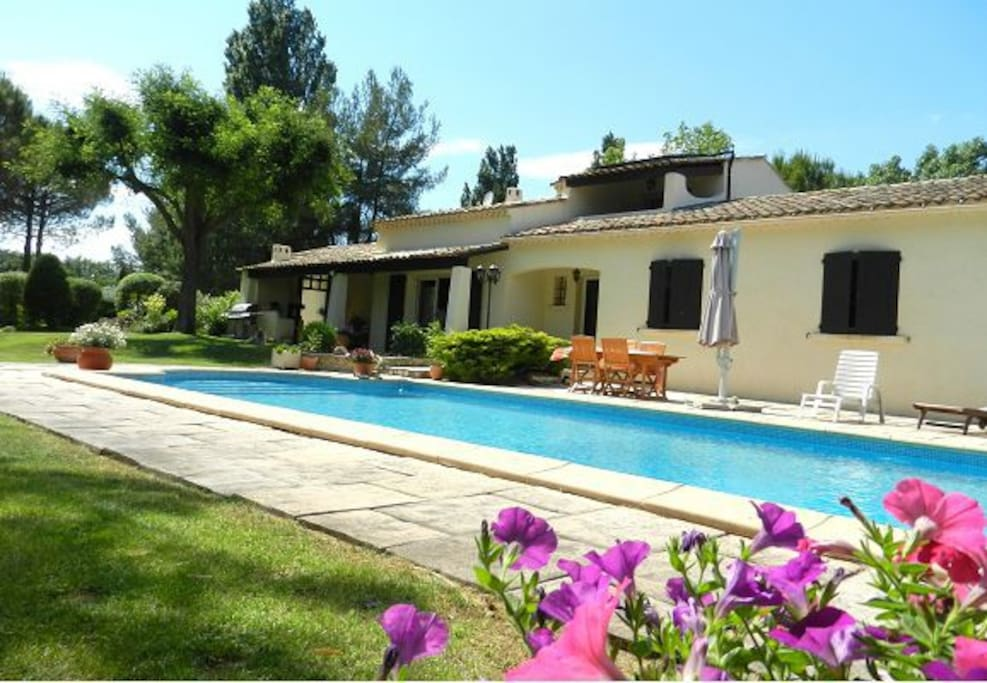 Maison 195m2 avec piscine houses for rent in cabri s for Piscine cabries