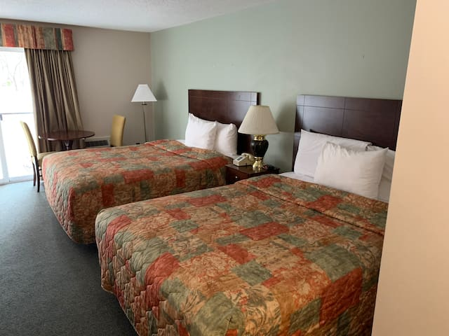 Lincoln  Breakfast including, Free Wi-Fi, Hot Tub, Pool ,Sauna, Game room (q4A)