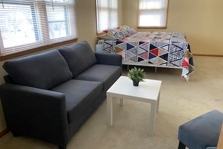 Awesome Home Private Room 30days+ DOWNTOWN CLOSE
