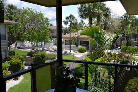 Sunfilled Tropical Sanibel Condo