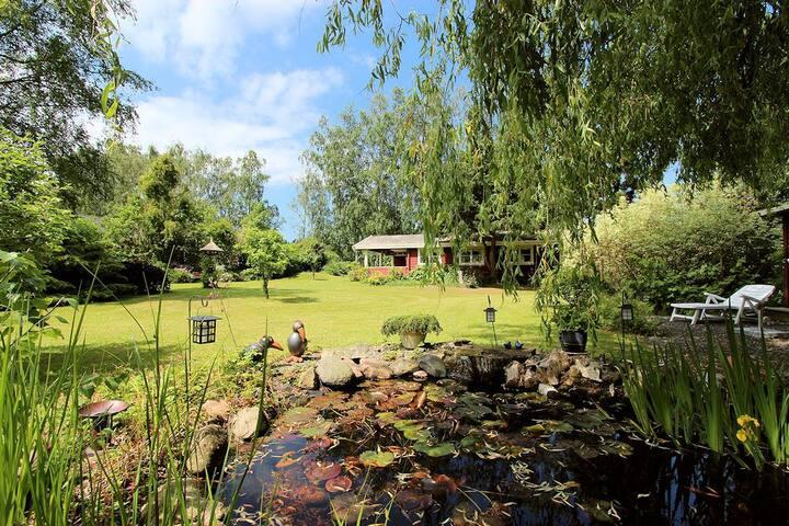 Græsted - skønt hyggeligt bjælkehus med stor have