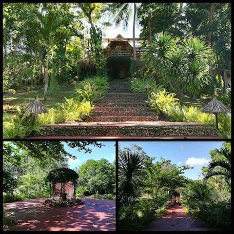 Bidlisiw House, Farm, & Garden