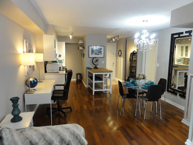 Beautifully Decorated 1BR Unit in Great Location!