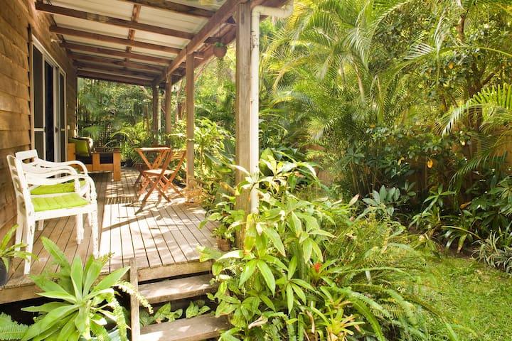 Rainforest Retreat BnB - Queen Room