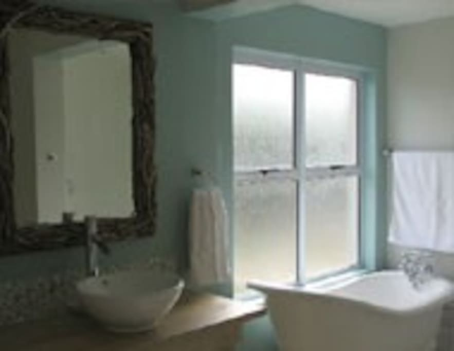 En-suite to master bedroom shower, bath toilet & wash basin