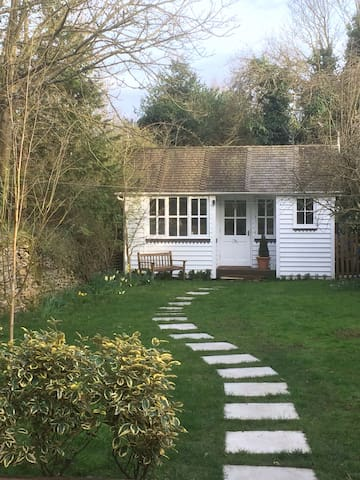 A charming garden room with its own entrance - Bletchingdon