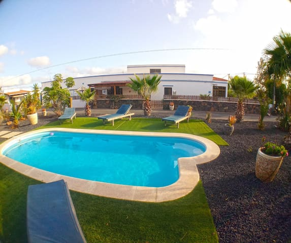 Villa 1-6 personnes 150m2 wifi piscine parking bbq