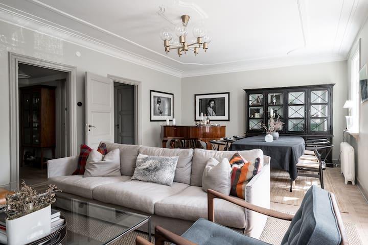 Elegant 1920's house located in city centre!