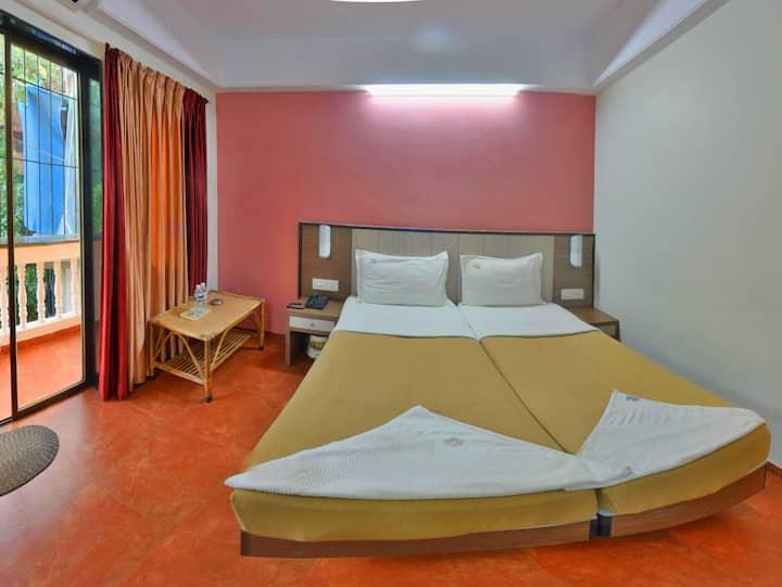 ECONOMY ROOM AC 2 BED Near Baga Beach Titos Lane