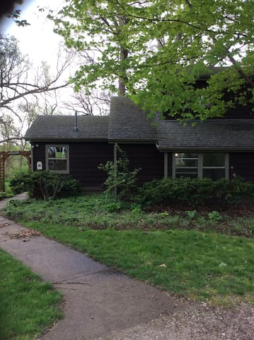 Rustic Home (A)--Western Suburbs - Batavia - Apartamento