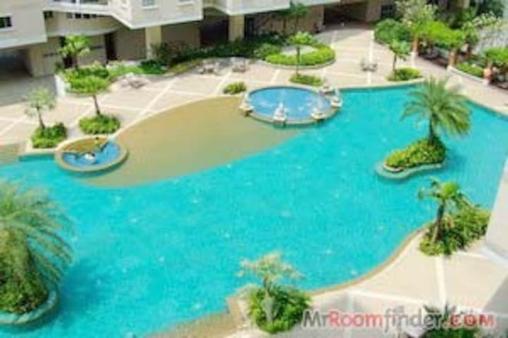 Big pool luxury Condo 2 bed rooms - Bangkok - Condominium