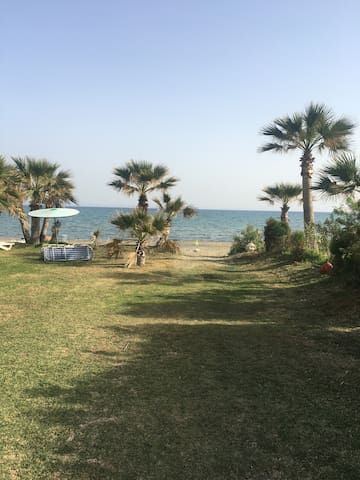 2 bed Larnaca beach flat 1 minute from the sea!