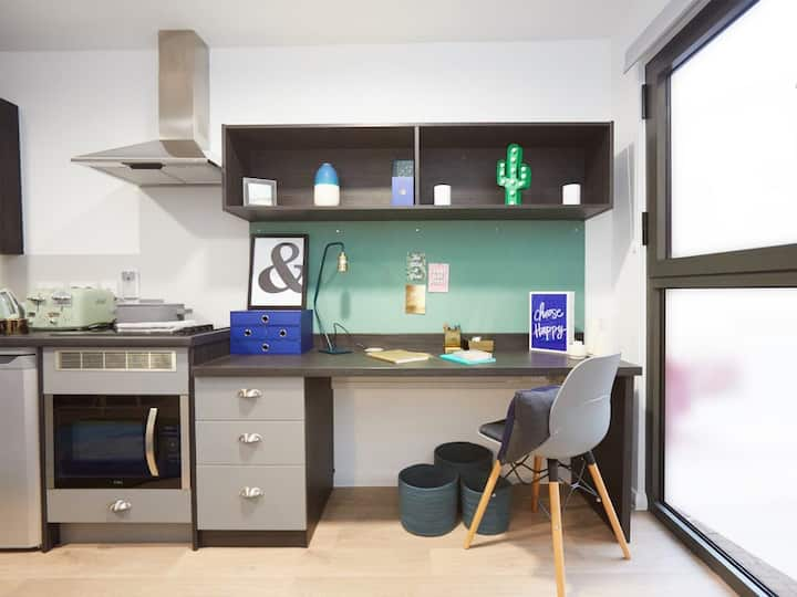 Student Only Property: Grand BRONZE STUDIO - LOS 12 months 10% off