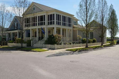 Custom home in highly desireable/sought after area - North Augusta