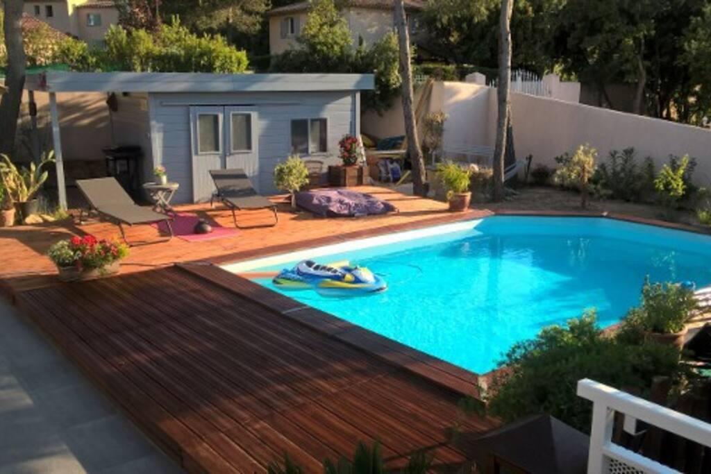 maison moderne avec piscine houses for rent in peyrolles. Black Bedroom Furniture Sets. Home Design Ideas